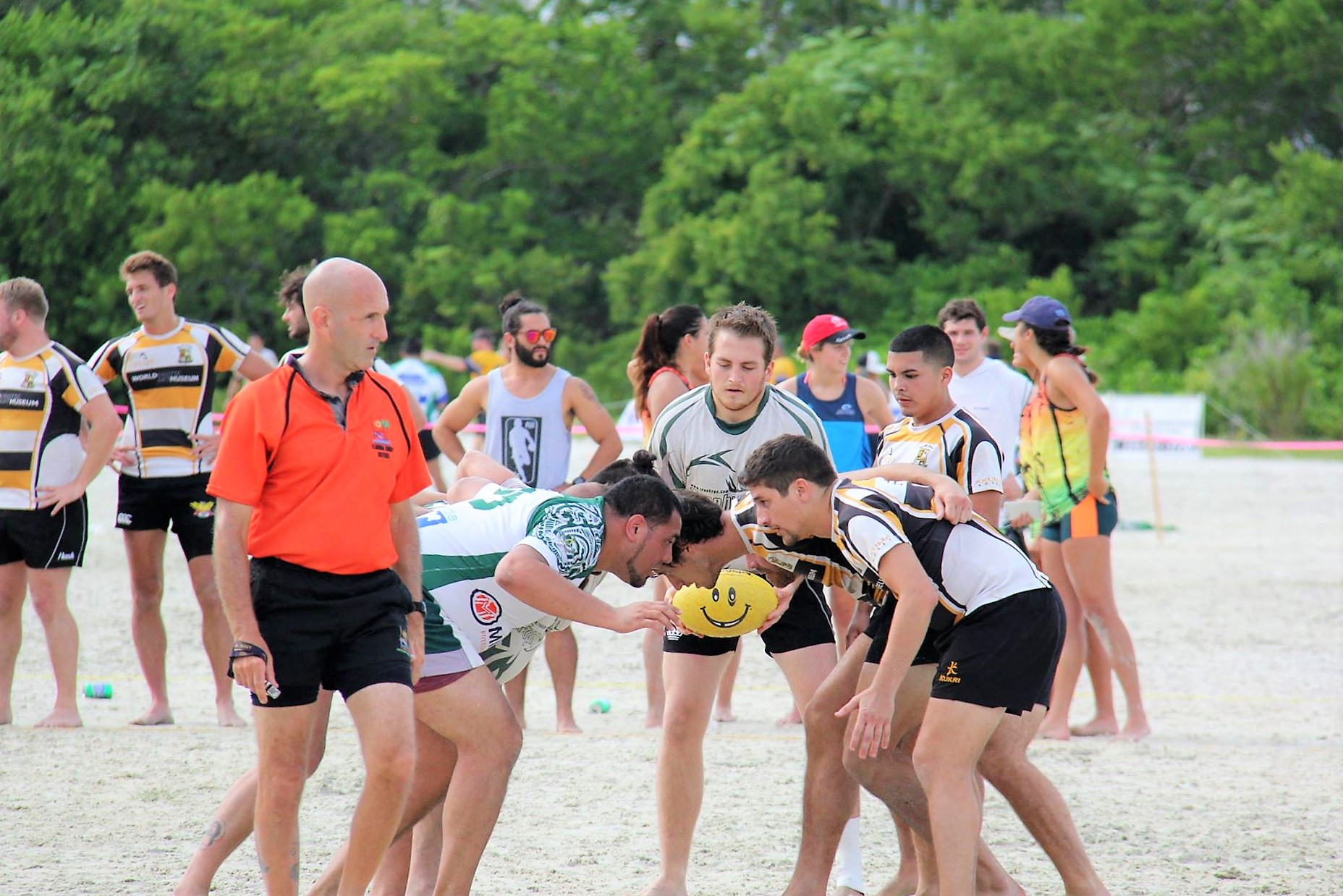 beerfoot-beach-rugby-scrum